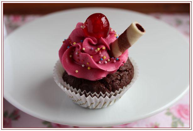 Cherry Sundae Cupcakes II